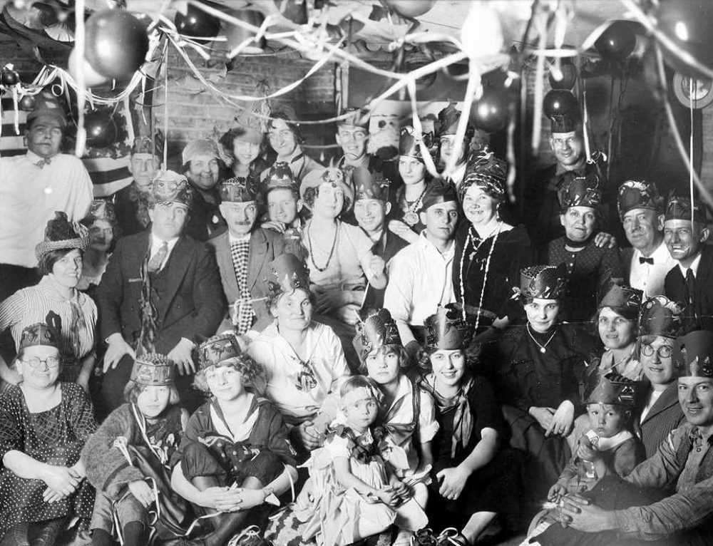 Happy New Year's Eve from 1925 Chicago